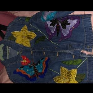 Vintage jean jacket with embroidery.